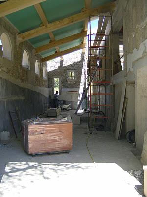 salon-avec-briques-sur-palettes